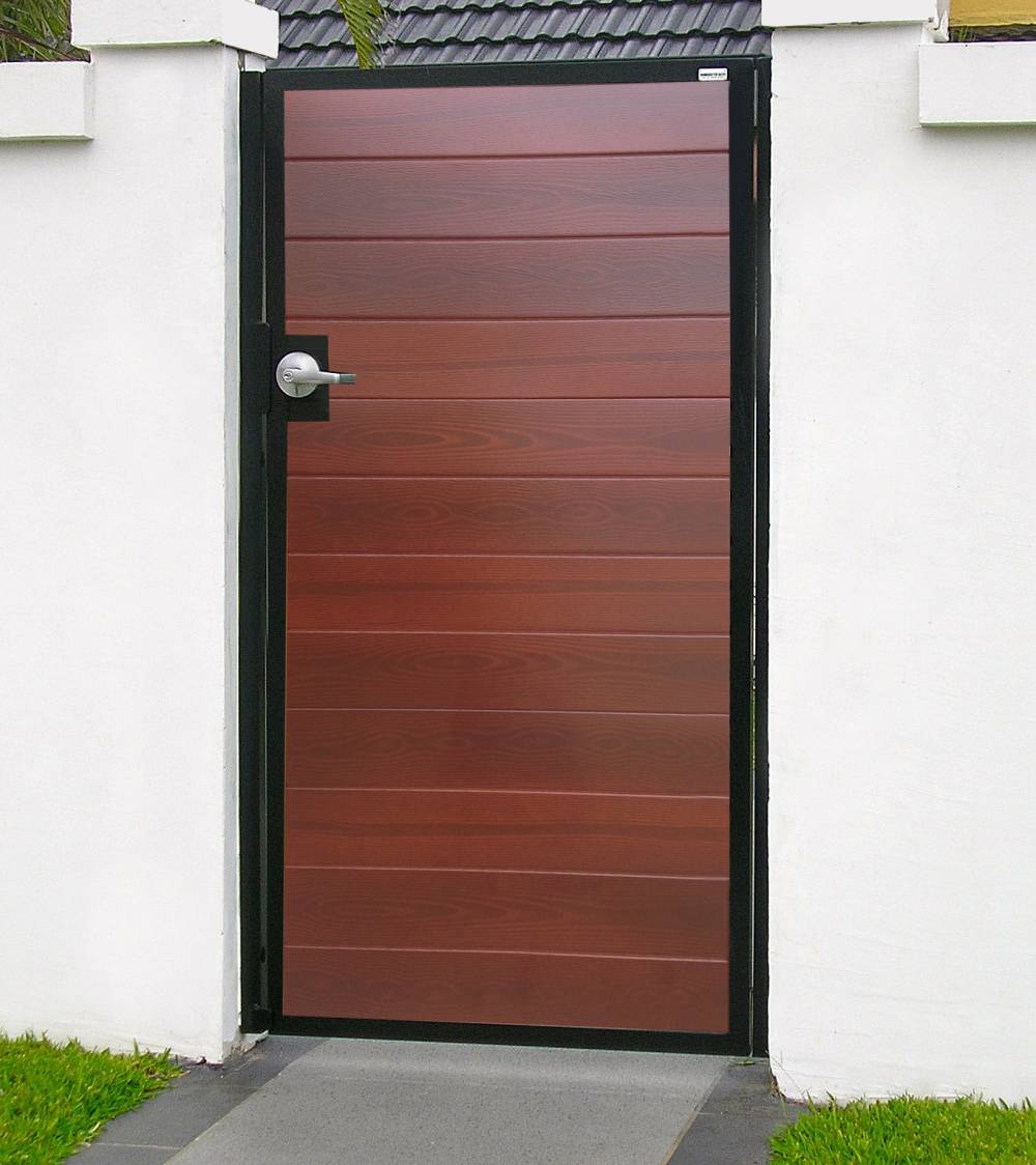 101-Pedestrian-gate-using-garage-door-panels.-Timbertone-Merbau.994bb7fda9d49fd6e6bc6dd8b4808c9d