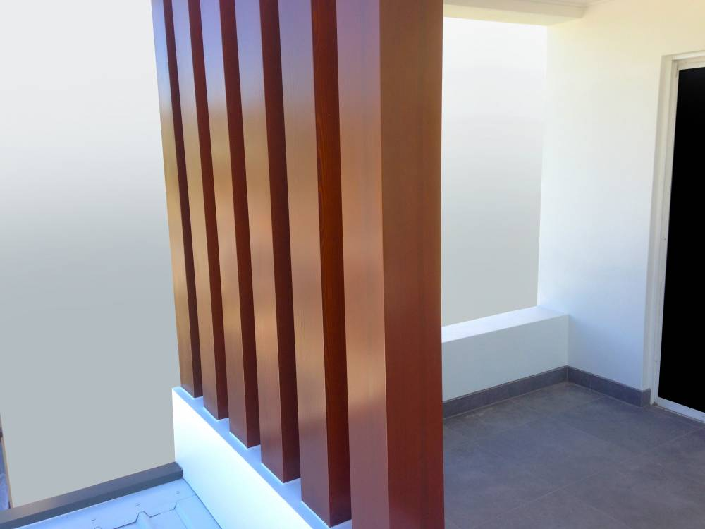 102-Timbertone-Merbau-sheet-metal-posts.c88fce2b3c8b0fdbb387ec7b77b6aae4