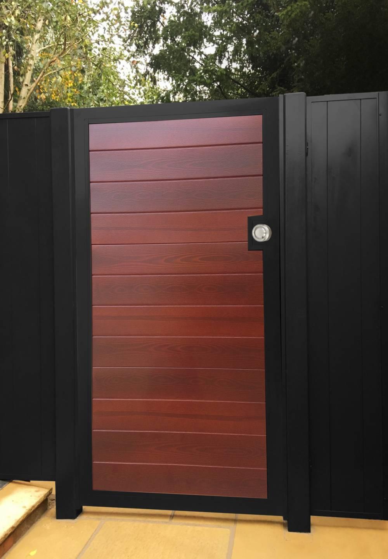 110-Pedestrian-gate-using-garage-door-panels.-Timbertone-Merbau.c88fce2b3c8b0fdbb387ec7b77b6aae4