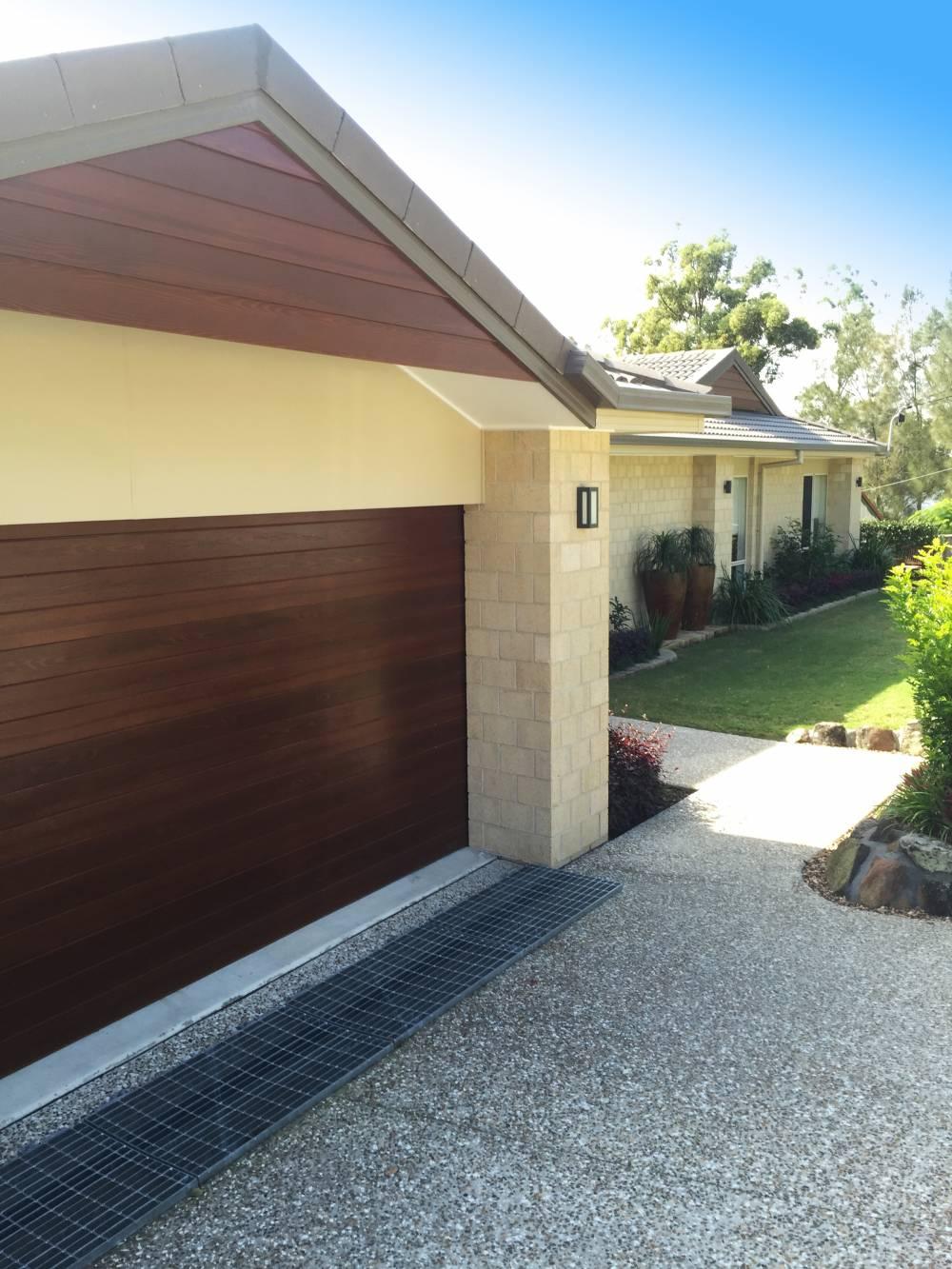 111-Timbertone-Mahogany-Cladding-to-match-Garage-Door.1a6dd7b6f2a02e37eb283d8336b98da3