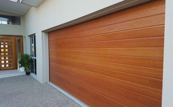 Timbertone-Maple-on-a-Steel-line-Panel-door.be57aa81b78926c827c09f963a18d964