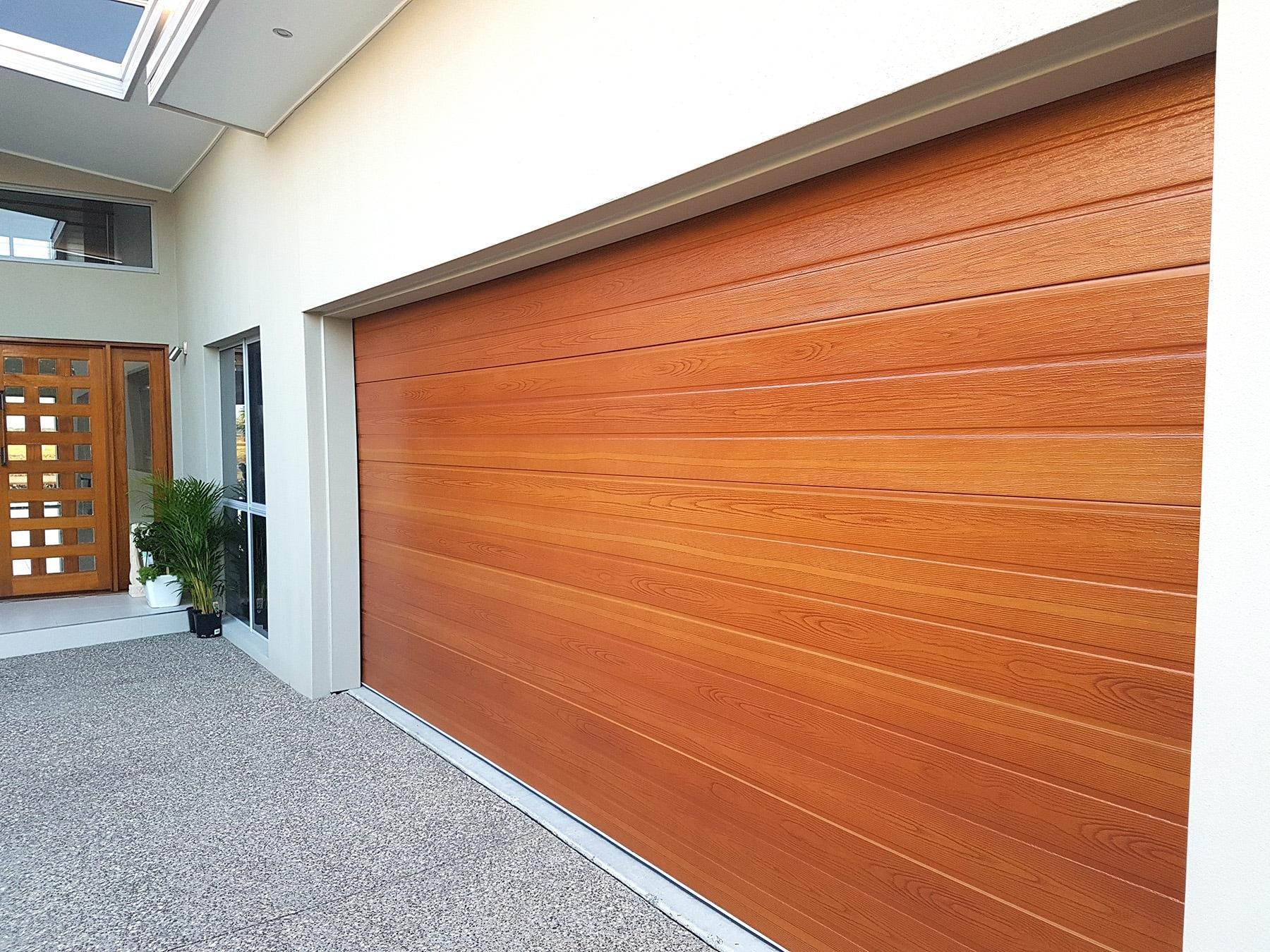 106-Timbertone-Maple-on-a-Steel-line-Panel-door